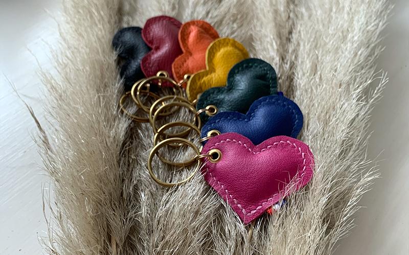 porte-clefs en cuir multicolore fabrication française